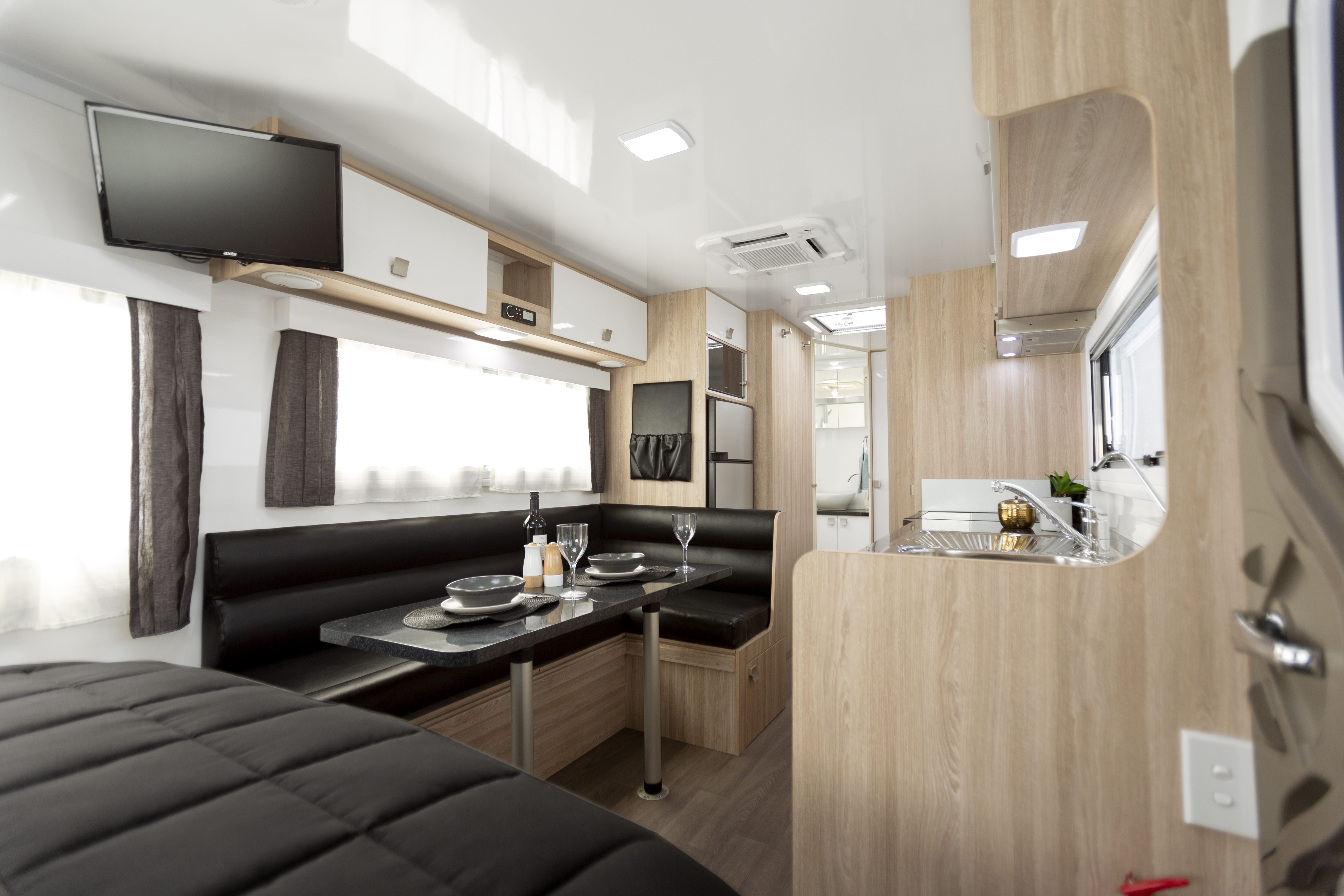 Apollo Motorhome Holidays Australia, Mossman C Internal 3